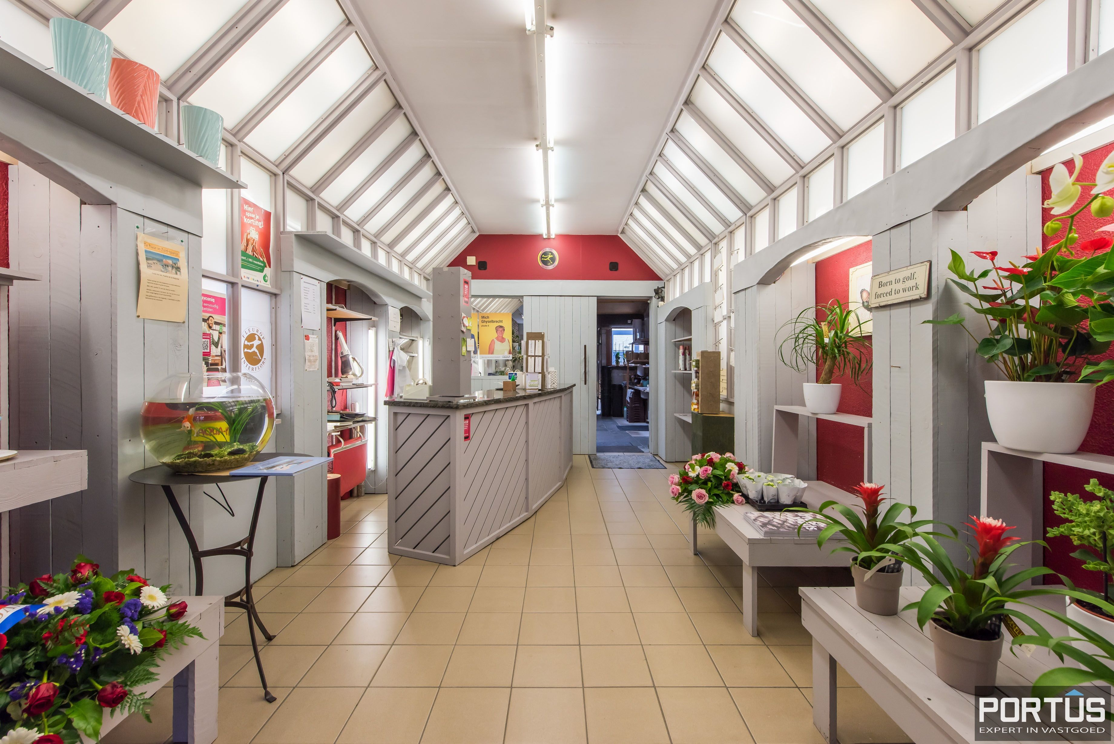Handelshuis op commerciële ligging te koop te Nieuwpoort-Stad - 8842