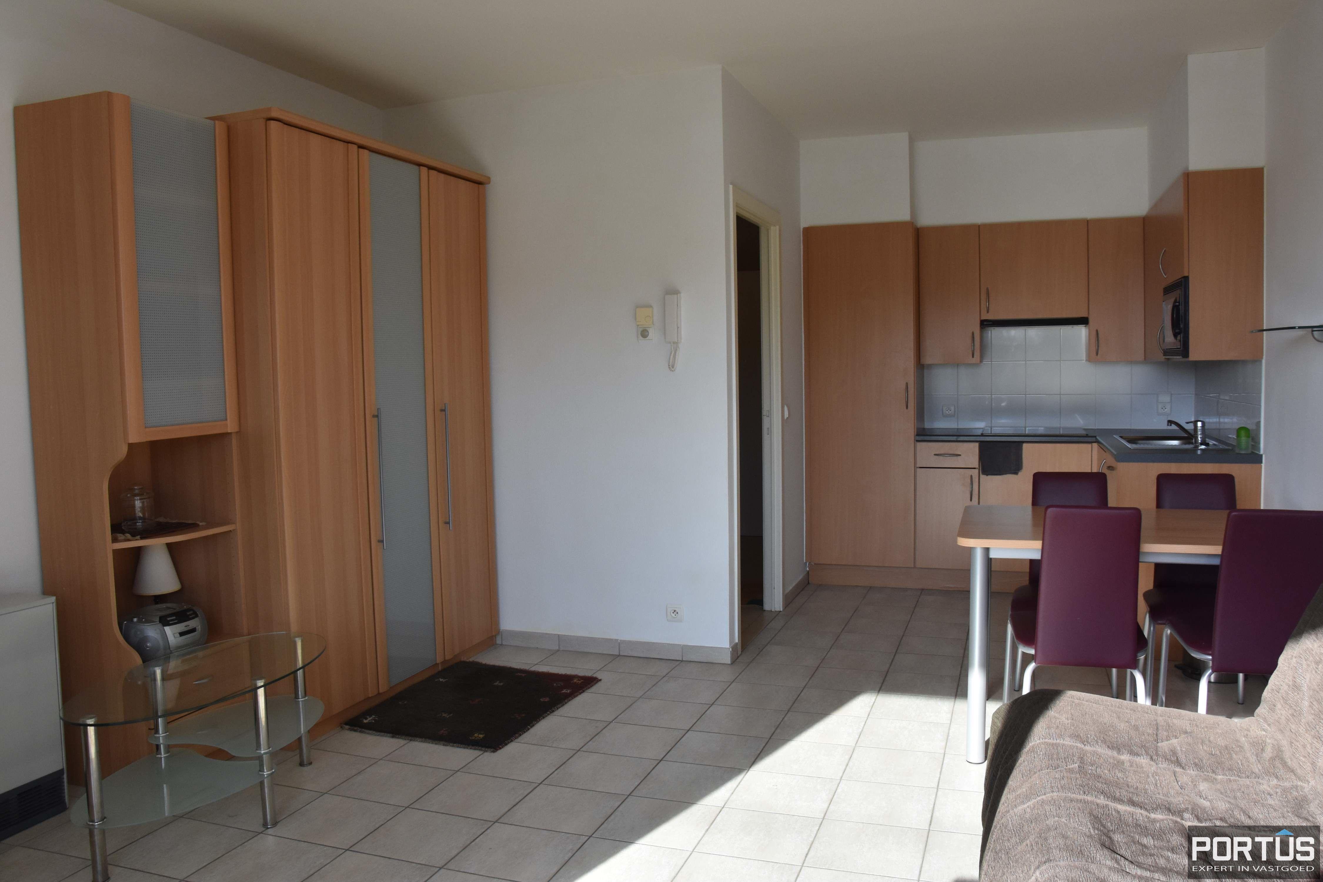 Zeer centraal gelegen appartement te huur met slaaphoek en ruim terras