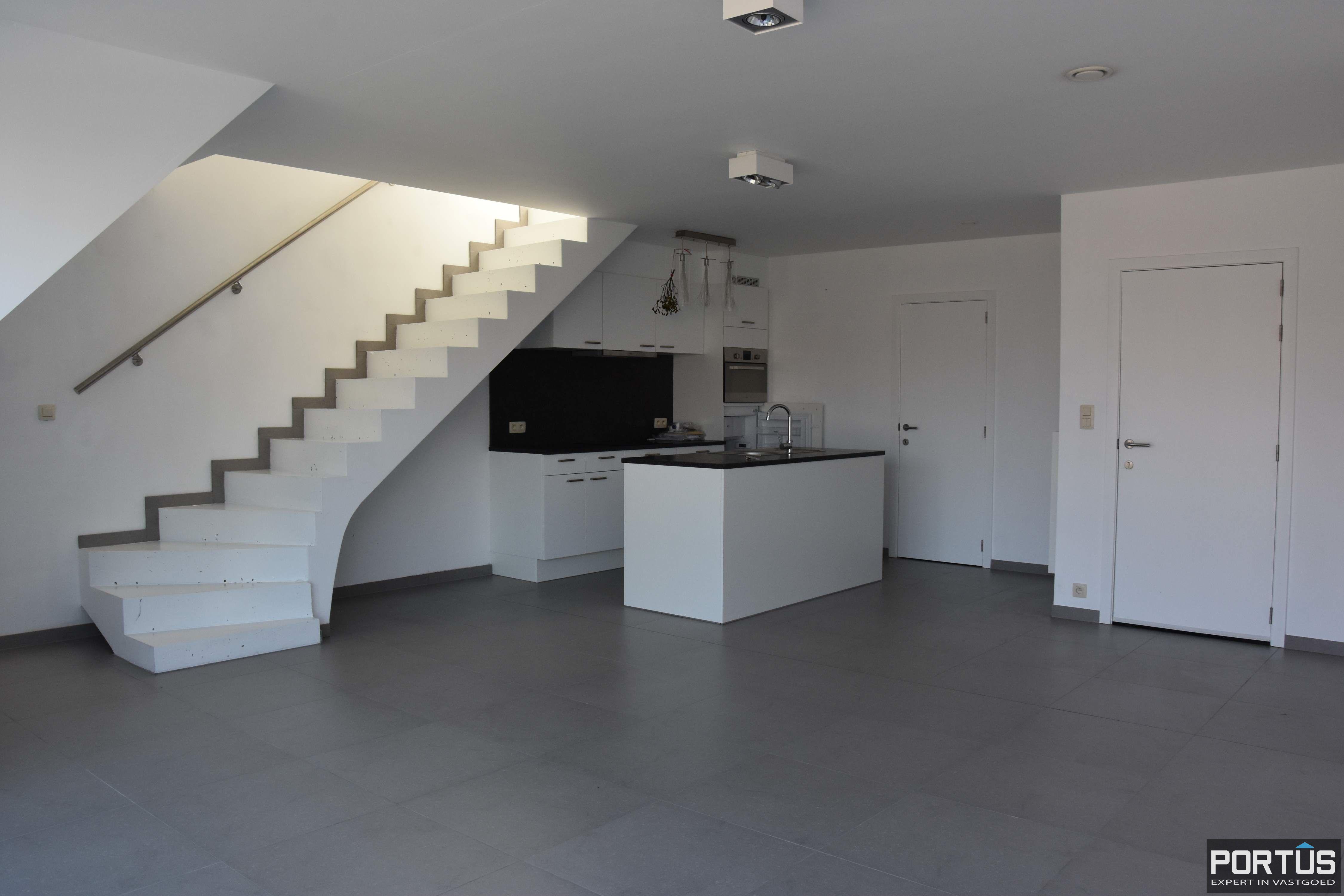 Nieuwbouw duplex-appartement met berging en parking te huur