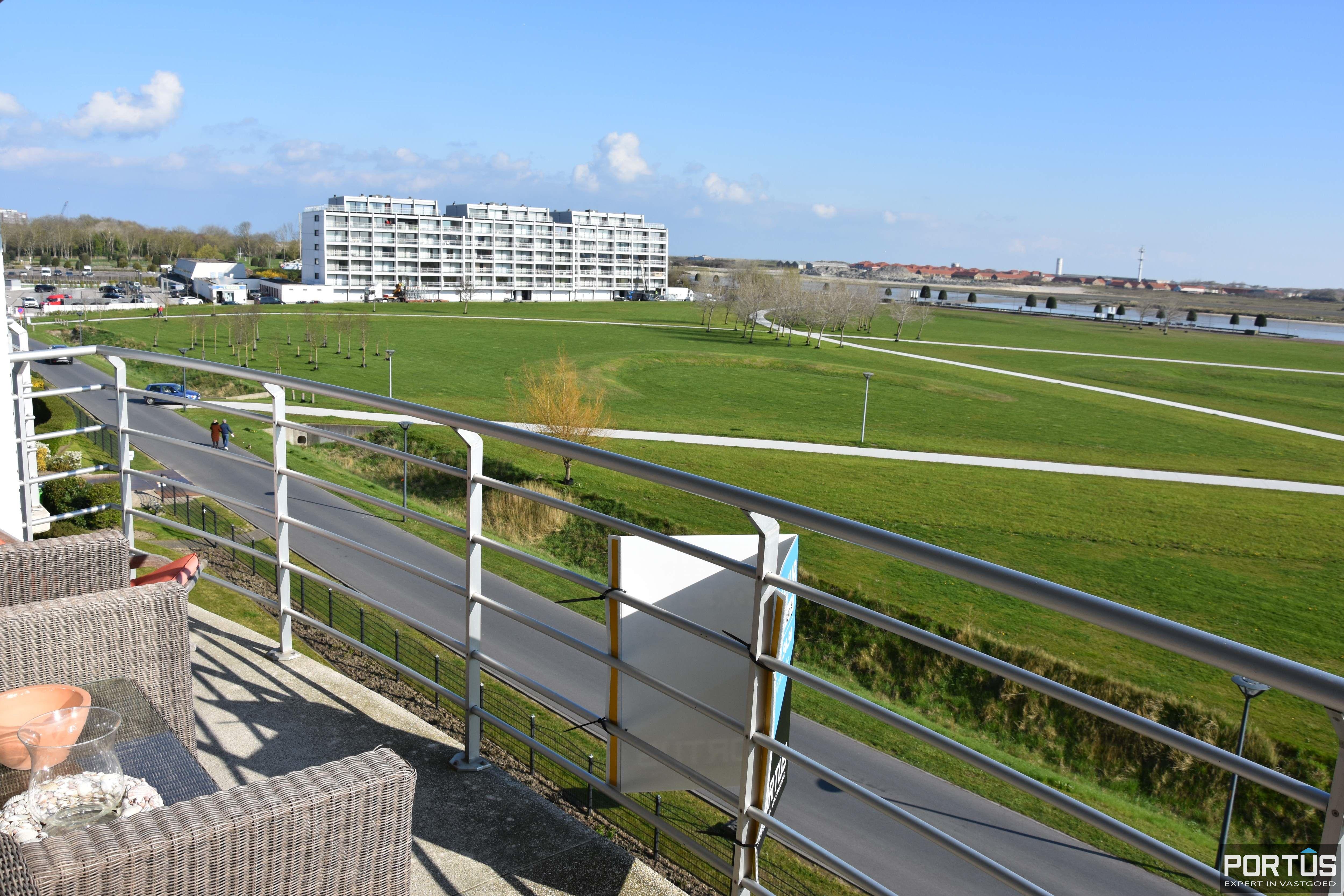 Appartement met slaapkamer, slaaphoek en parking te huur Nieuwpoort