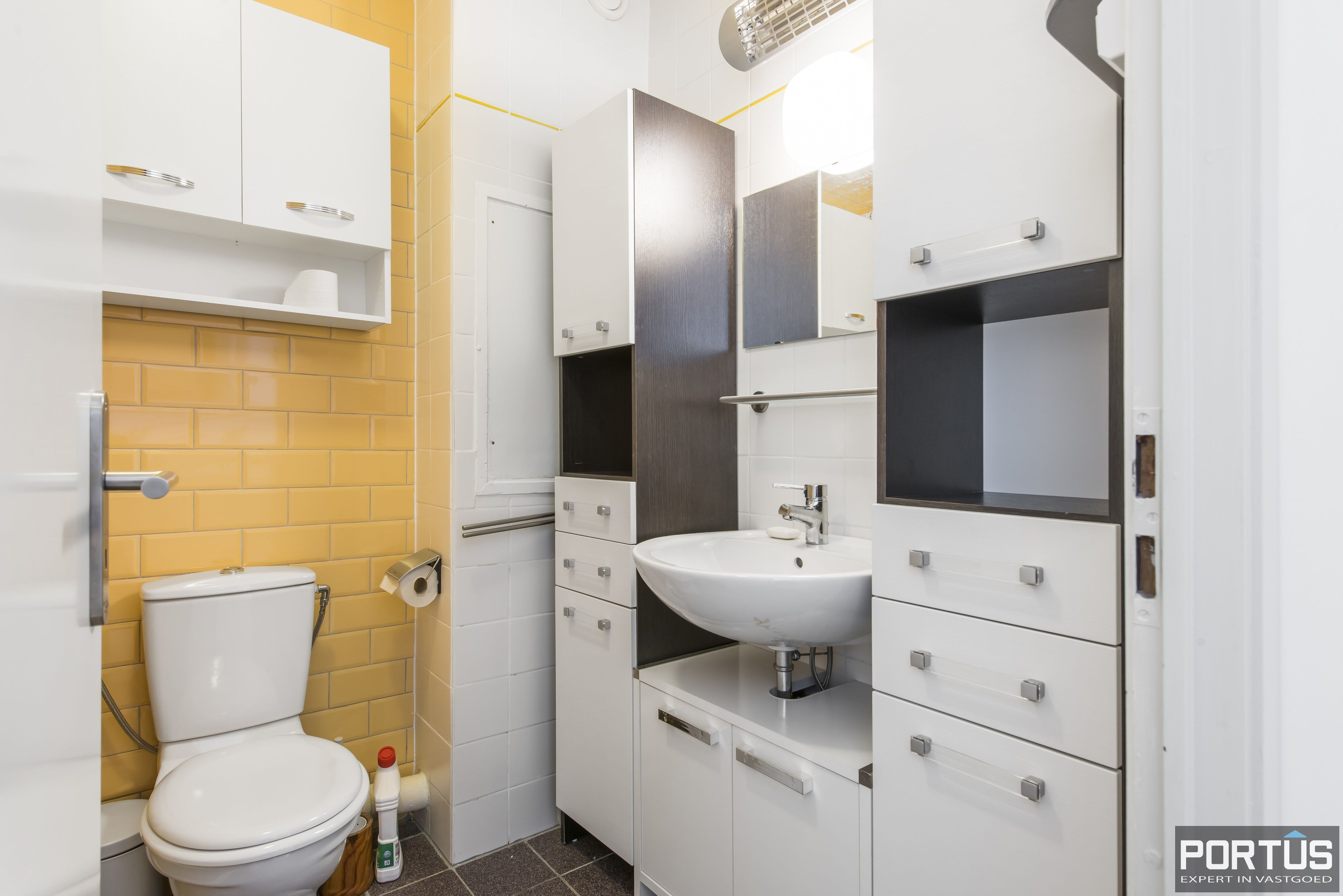 Instapklaar 1 slaapkamer appartement met ruim terras met zijdelings zeezicht te koop - 9542