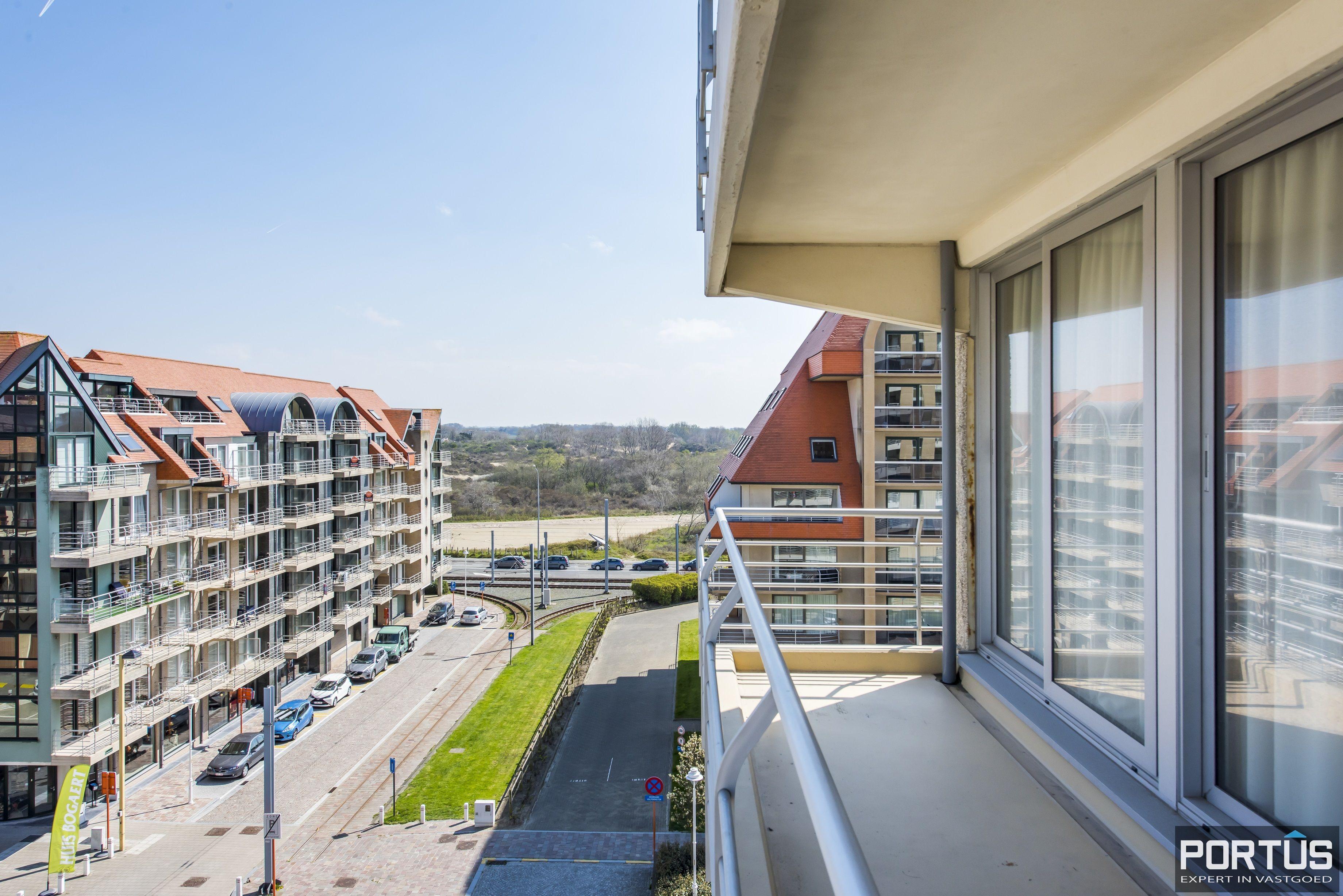Instapklaar 1 slaapkamer appartement met ruim terras met zijdelings zeezicht te koop - 9552