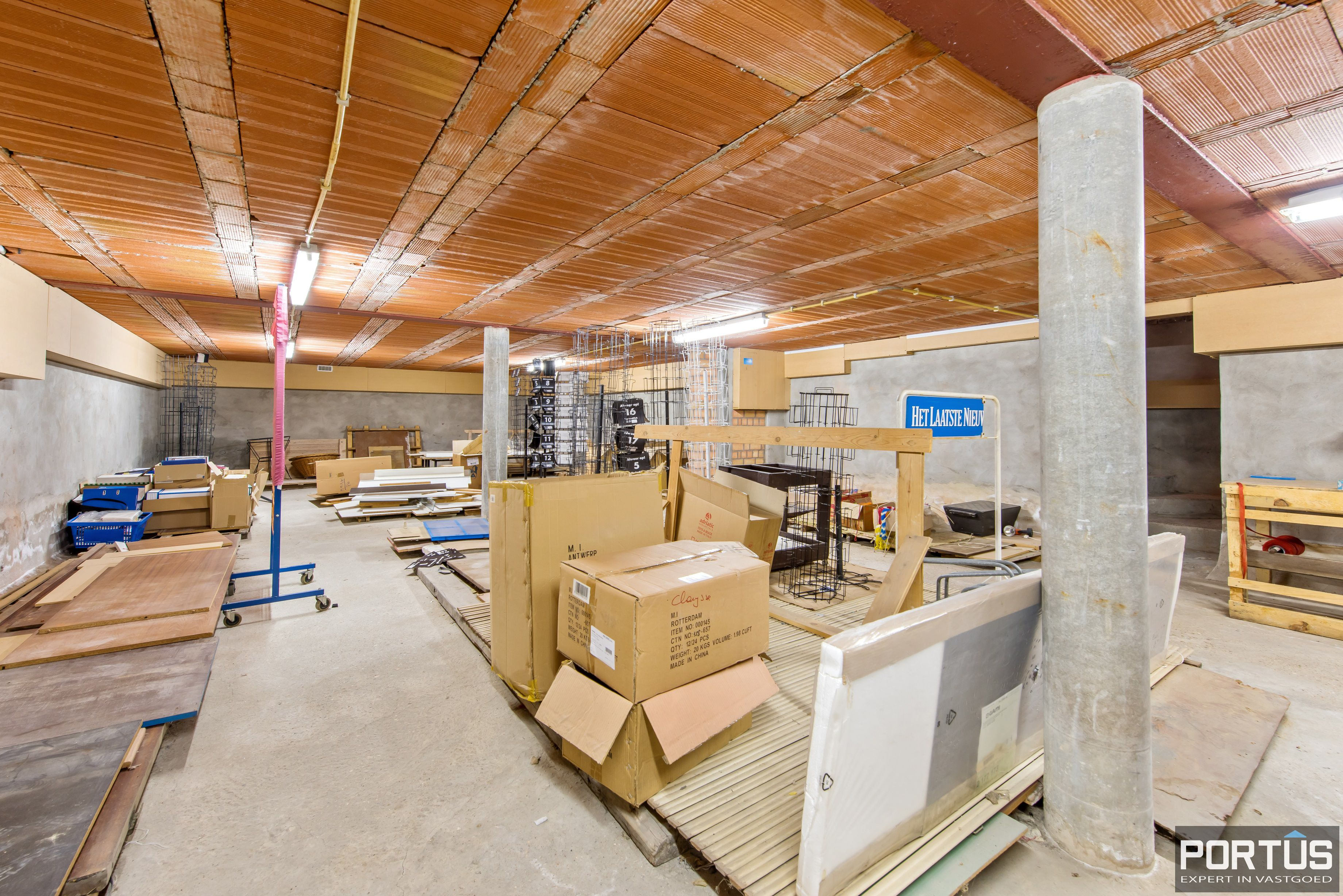 Handelsgelijkvloers met grote kelder te koop - 10821
