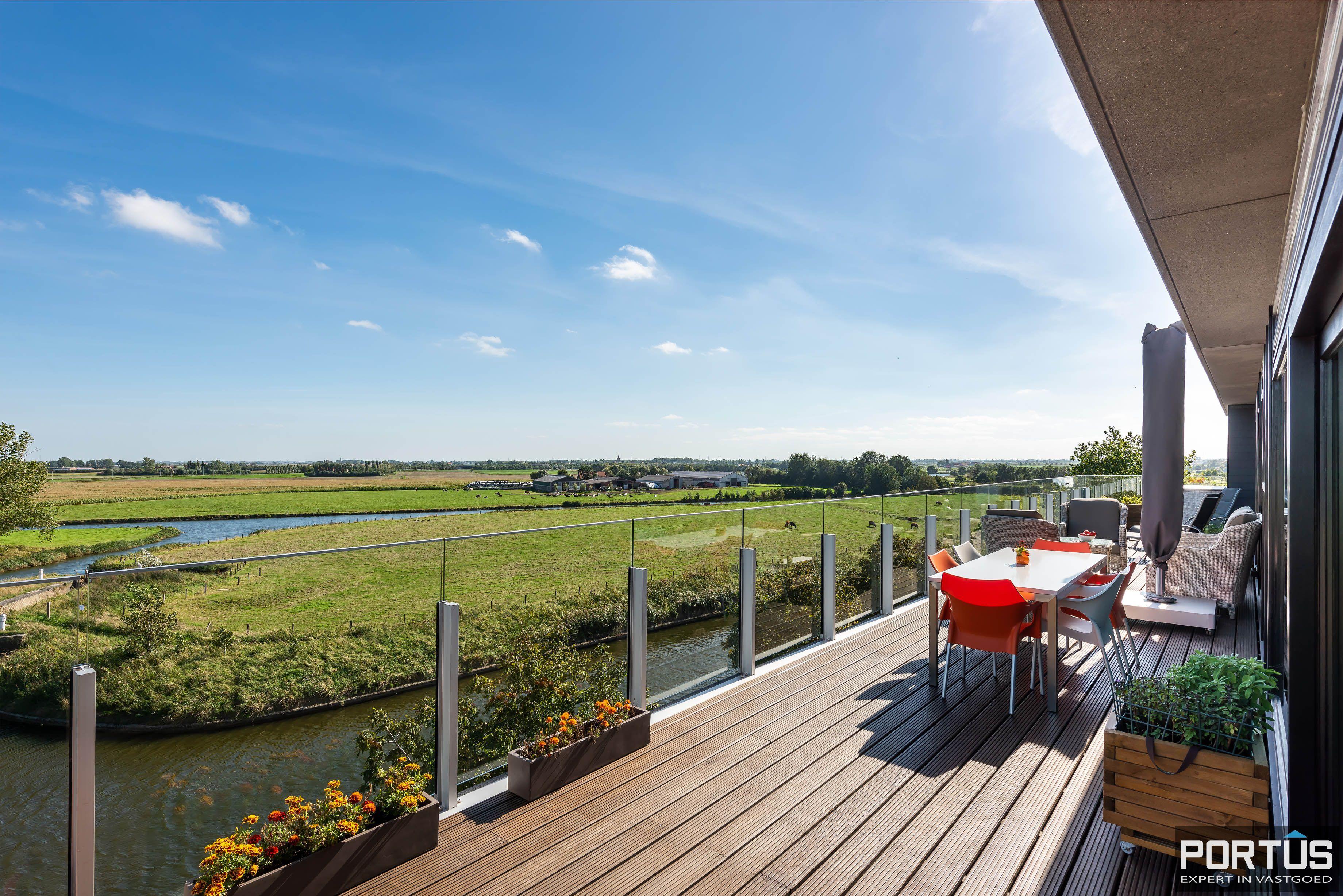 Exclusieve penthouse met 3 slaapkamers te koop te Nieuwpoort