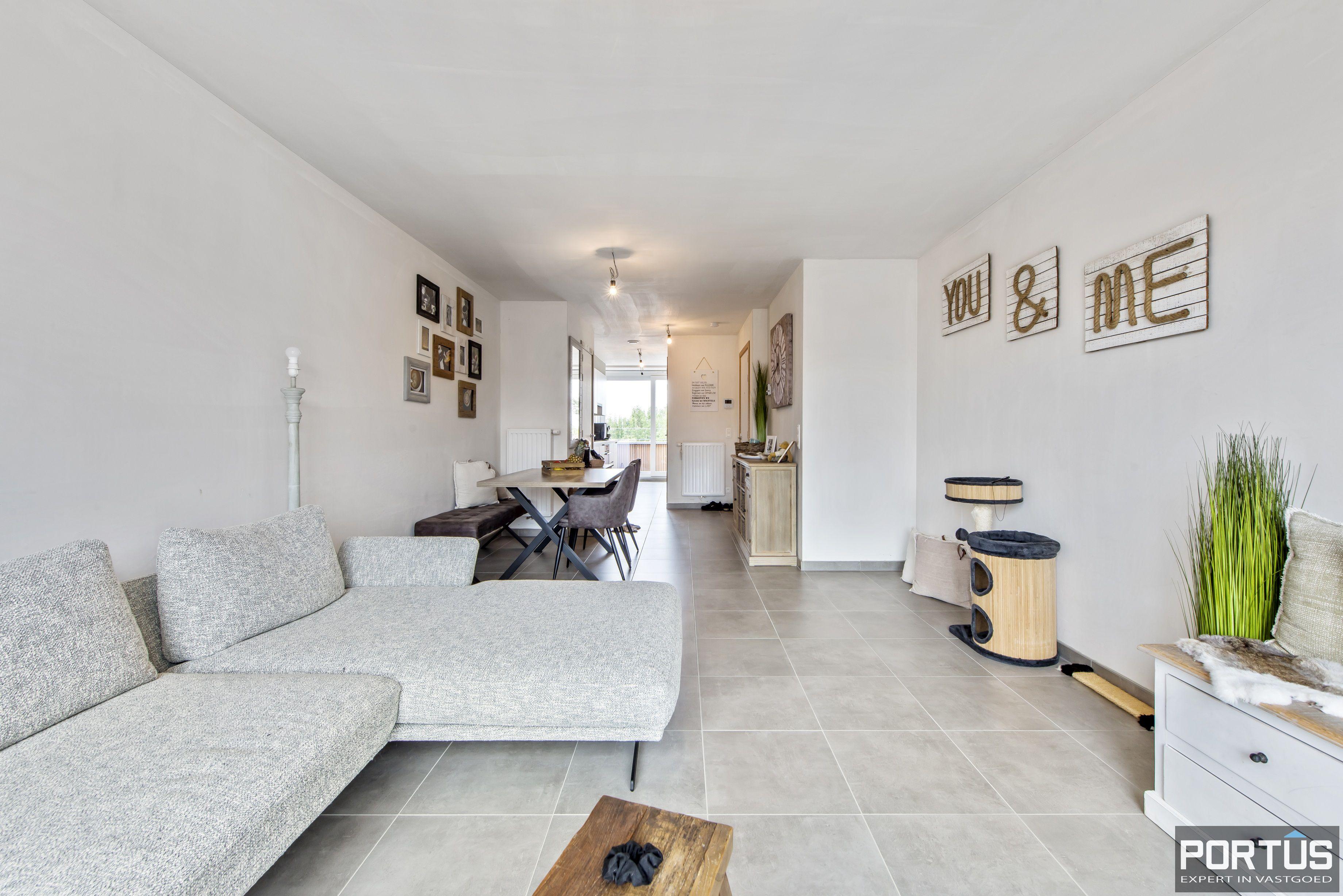 Instapklare duplex te koop te Lombardsijde met 2 slaapkamers