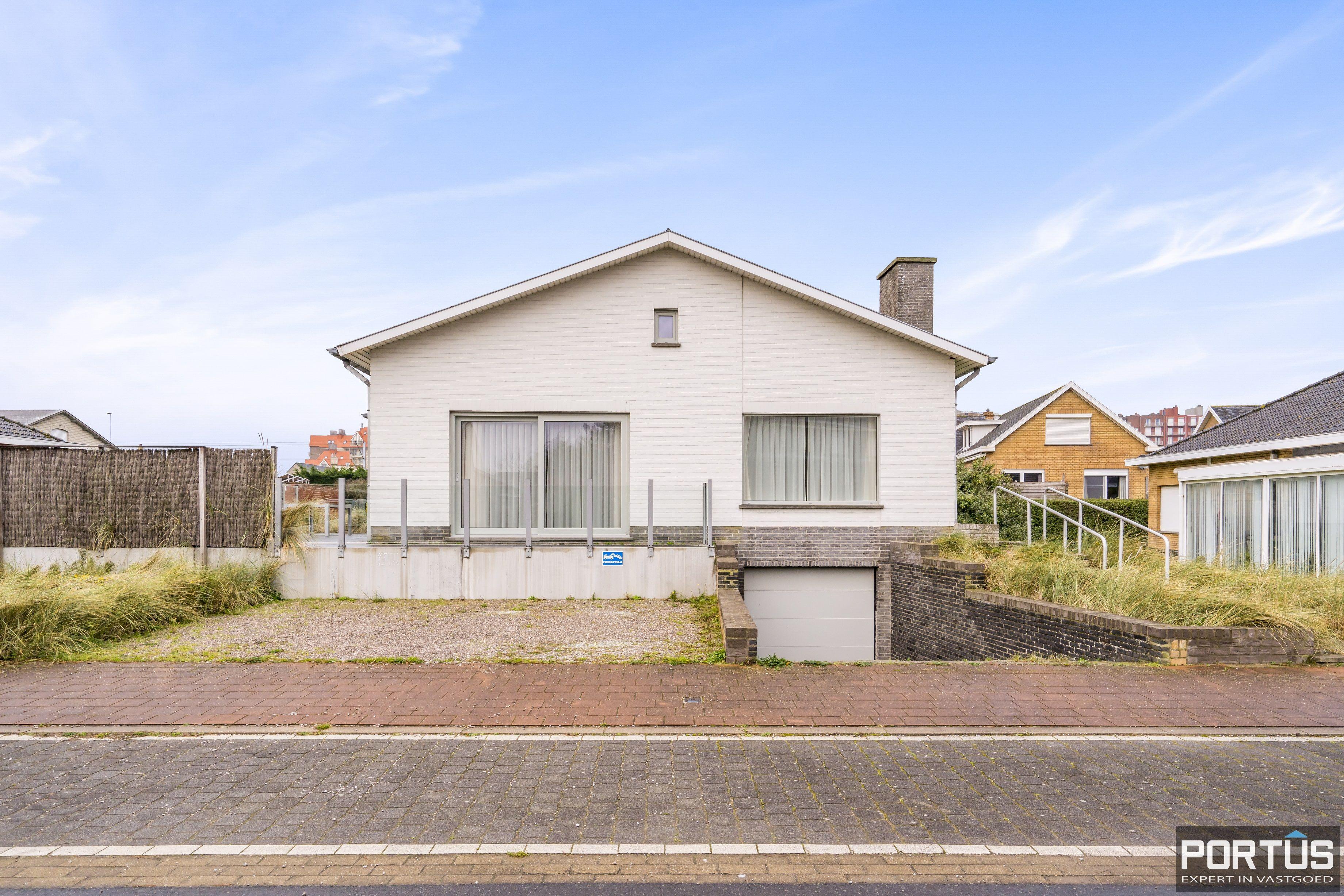 Volledig gerenoveerde villa te koop met tuin te Westende - 11958
