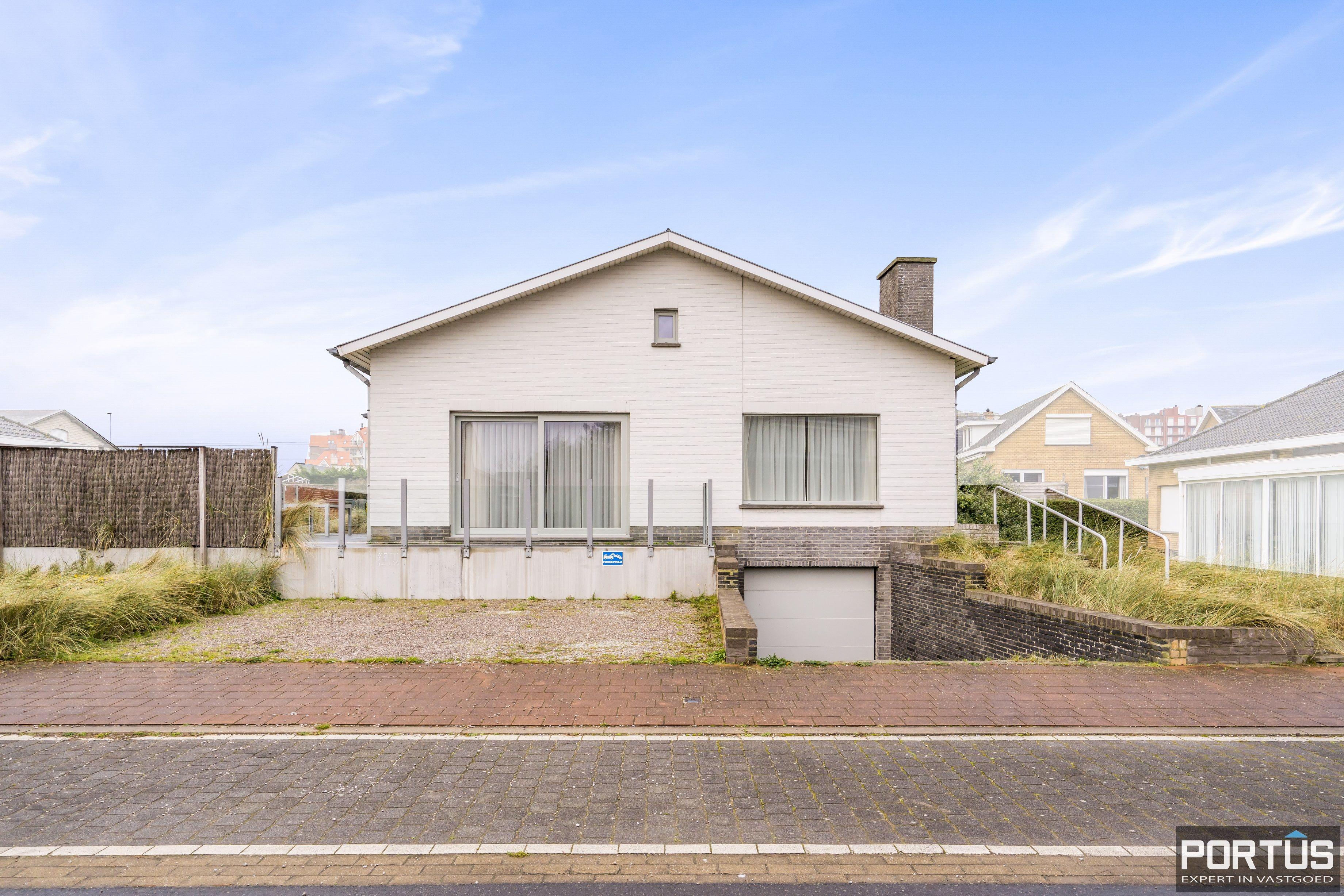 Volledig gerenoveerde villa te koop met tuin te Westende