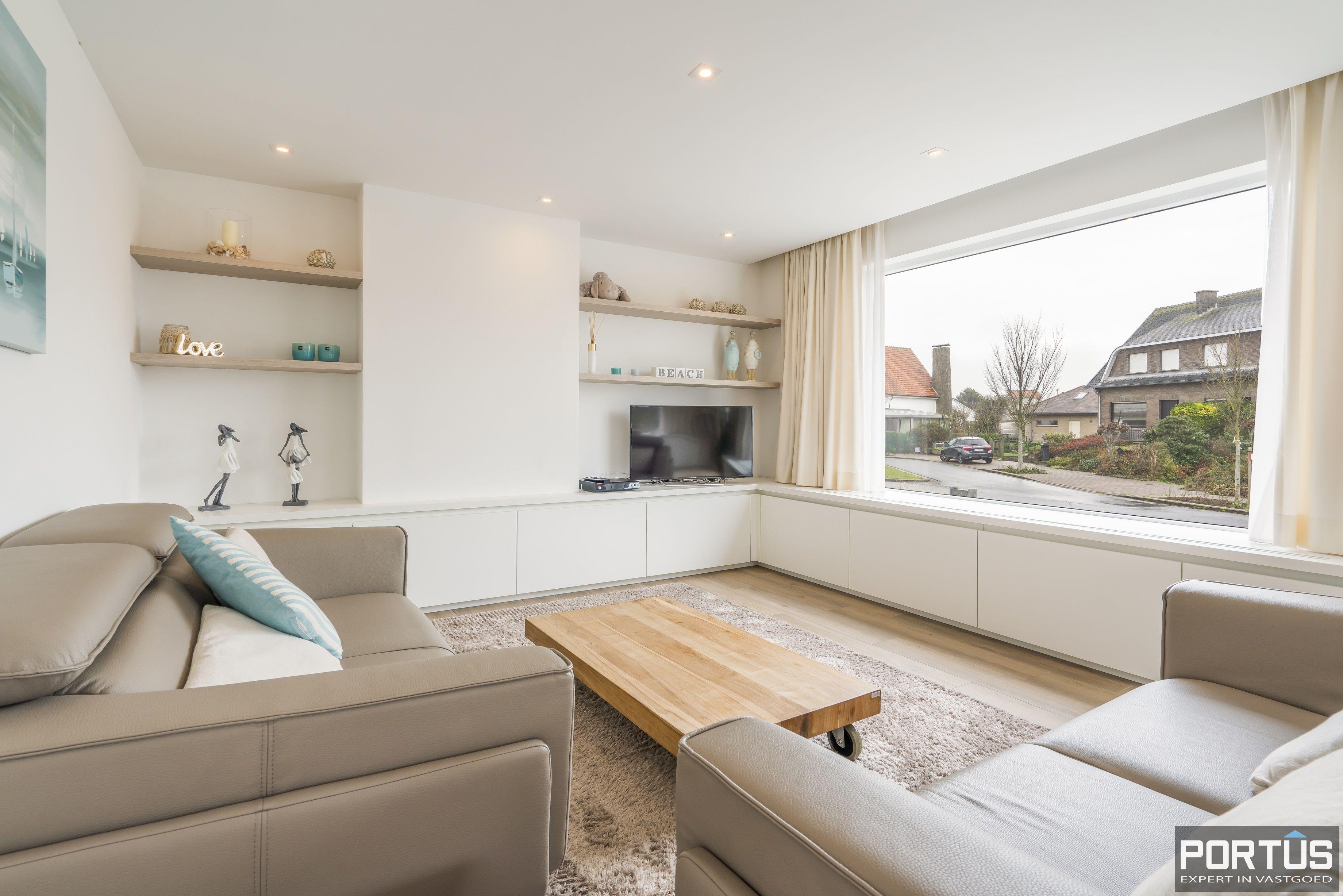 Volledig gerenoveerde villa te koop met tuin te Westende - 11968