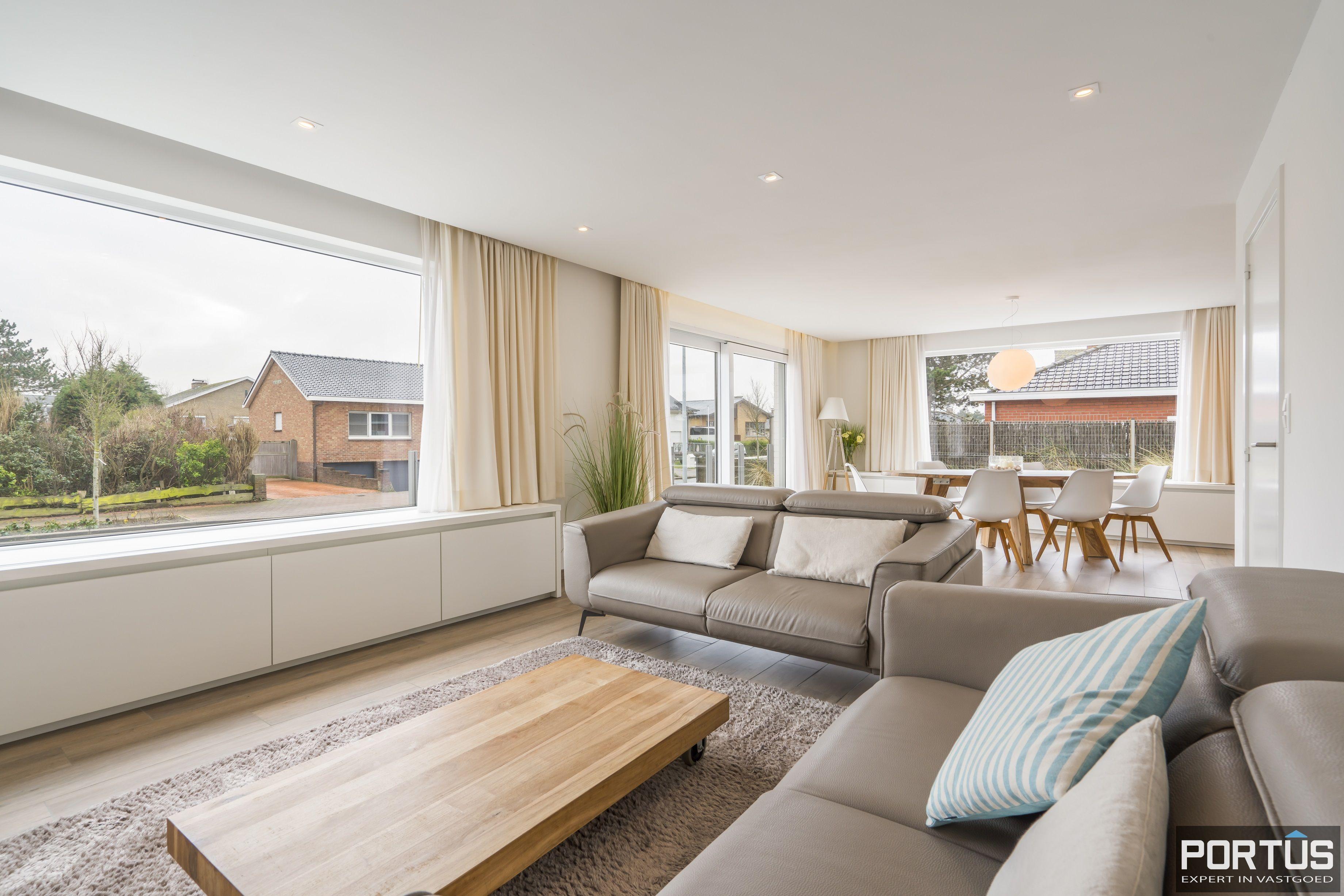 Volledig gerenoveerde villa te koop met tuin te Westende - 11970