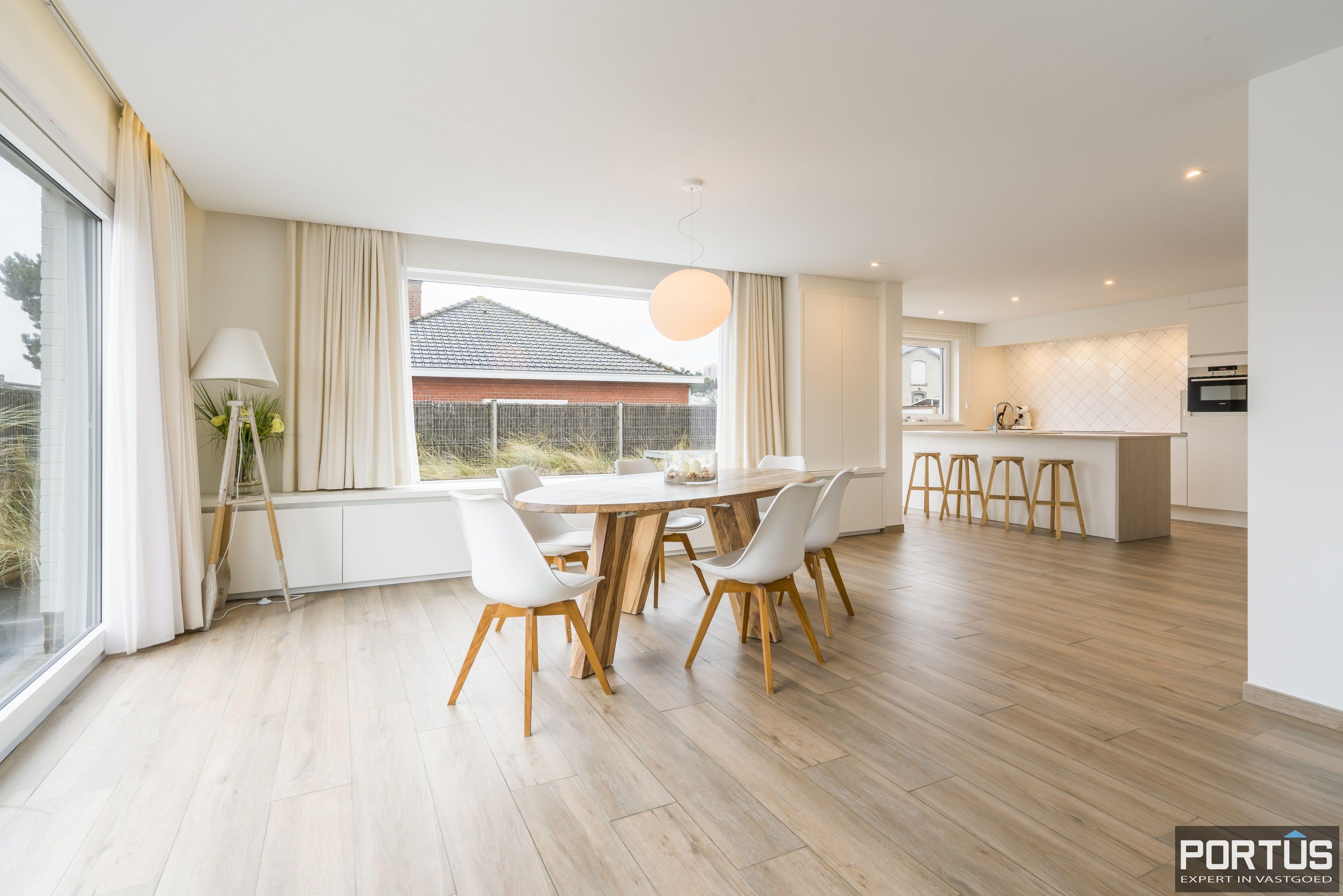 Volledig gerenoveerde villa te koop met tuin te Westende - 11971