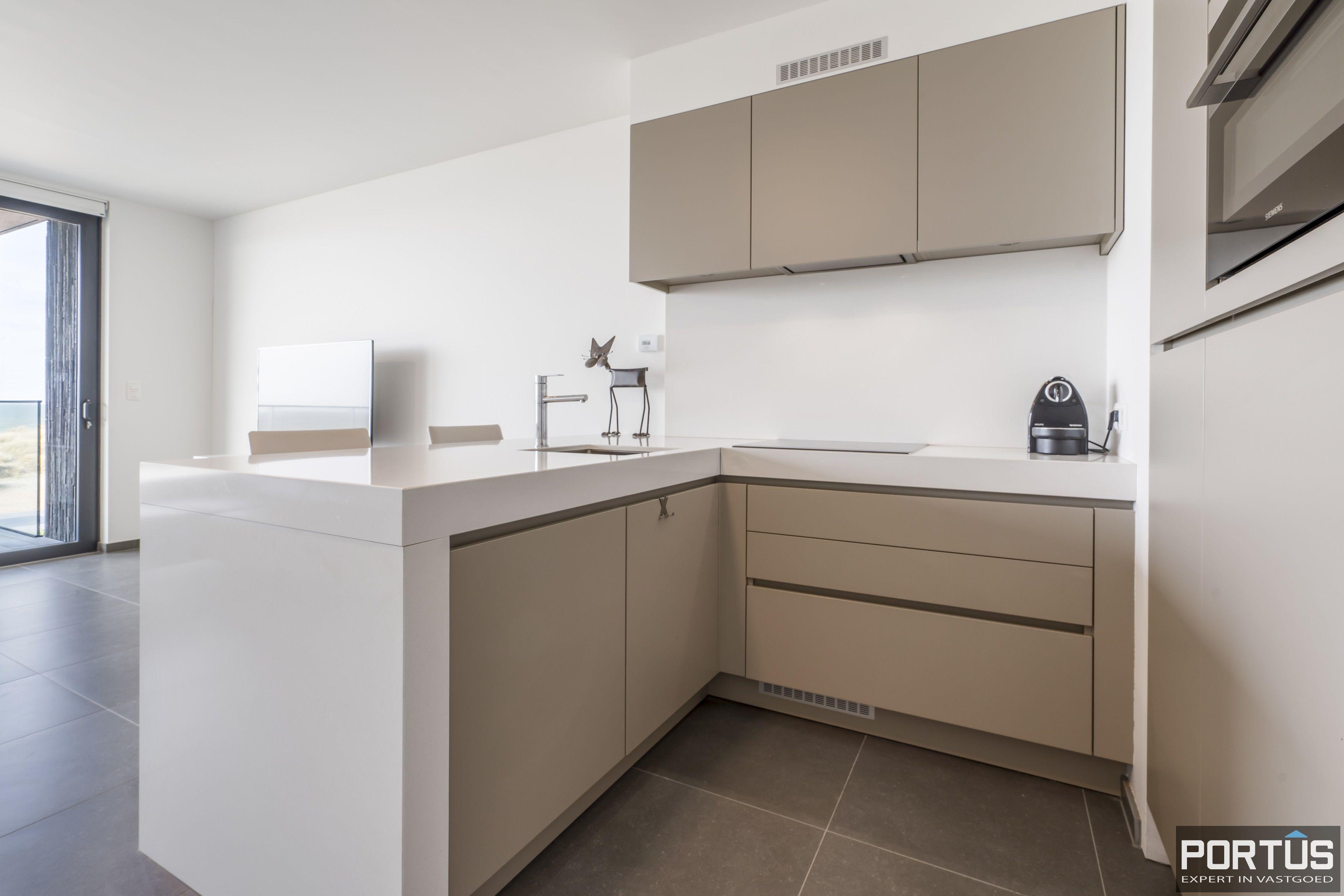Recent appartement te koop te Nieuwpoort met frontaal zeezicht - 12380