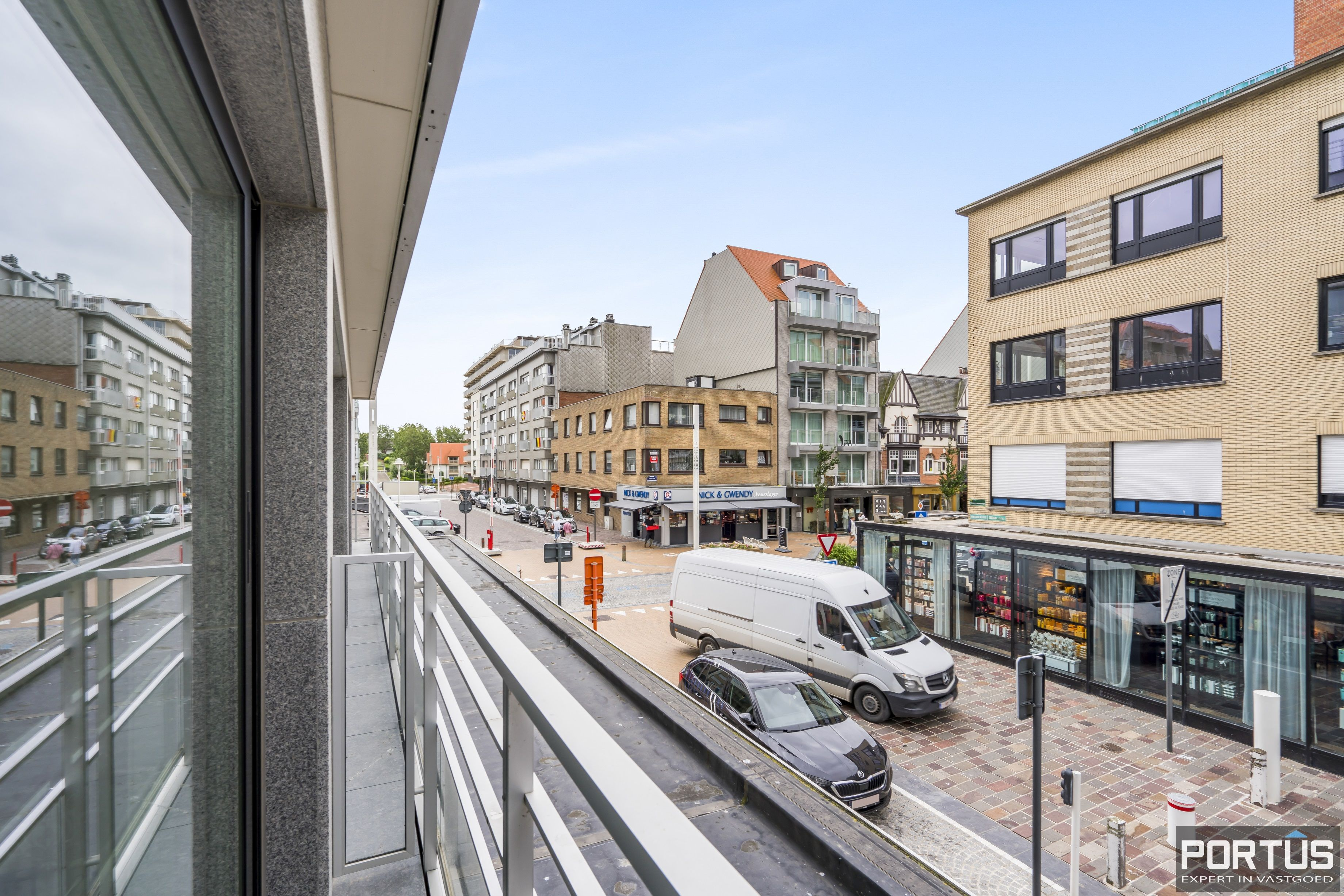 Gemeubelde studio met zijdelings zeezicht te koop te Nieuwpoort-Bad - 13319