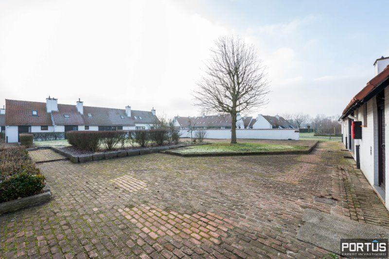 Woning te Nieuwpoort met parking in privé domein - 2426