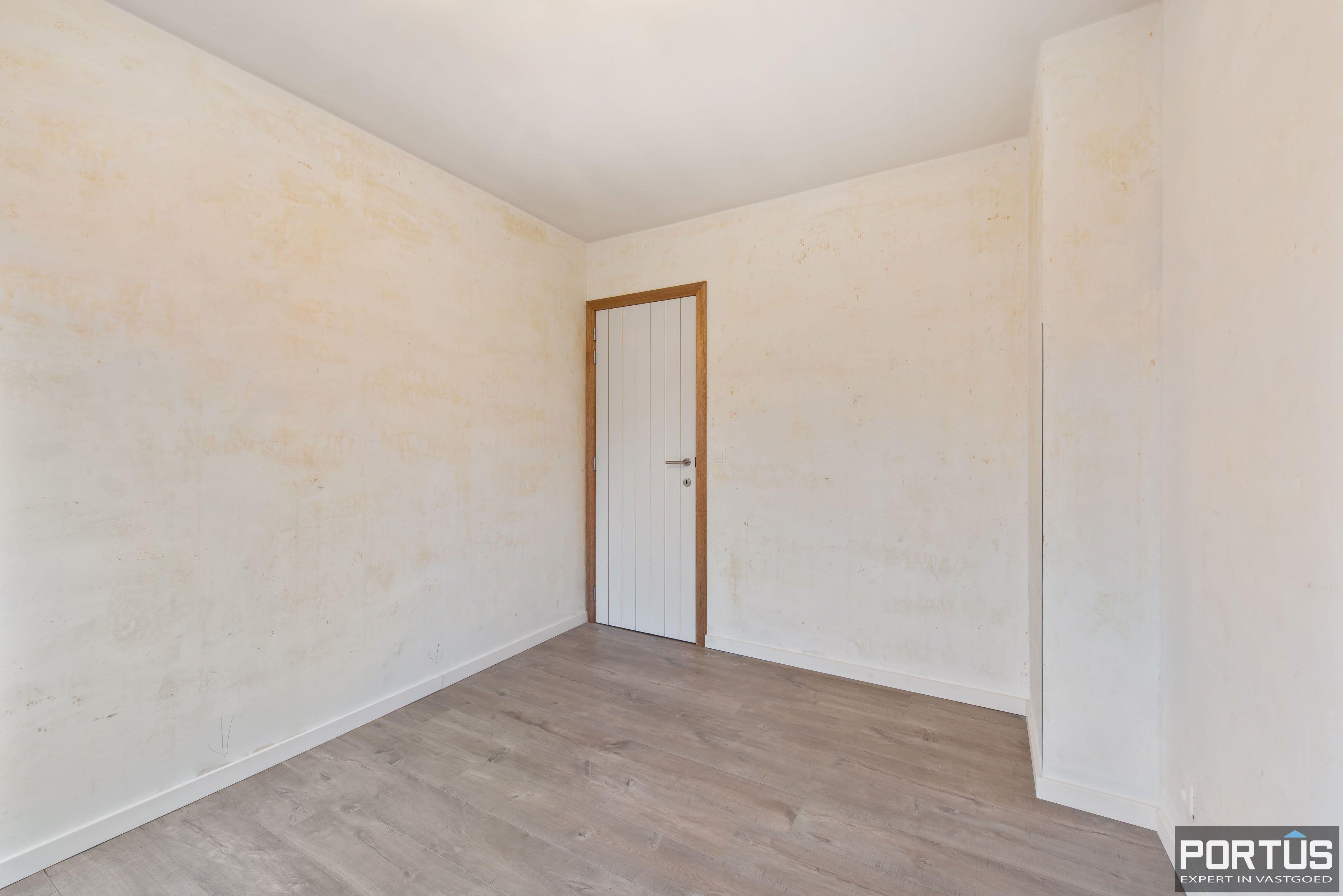 Gerenoveerd 3-slaapkamer appartement met garage te Nieuwpoort-Stad - 7056