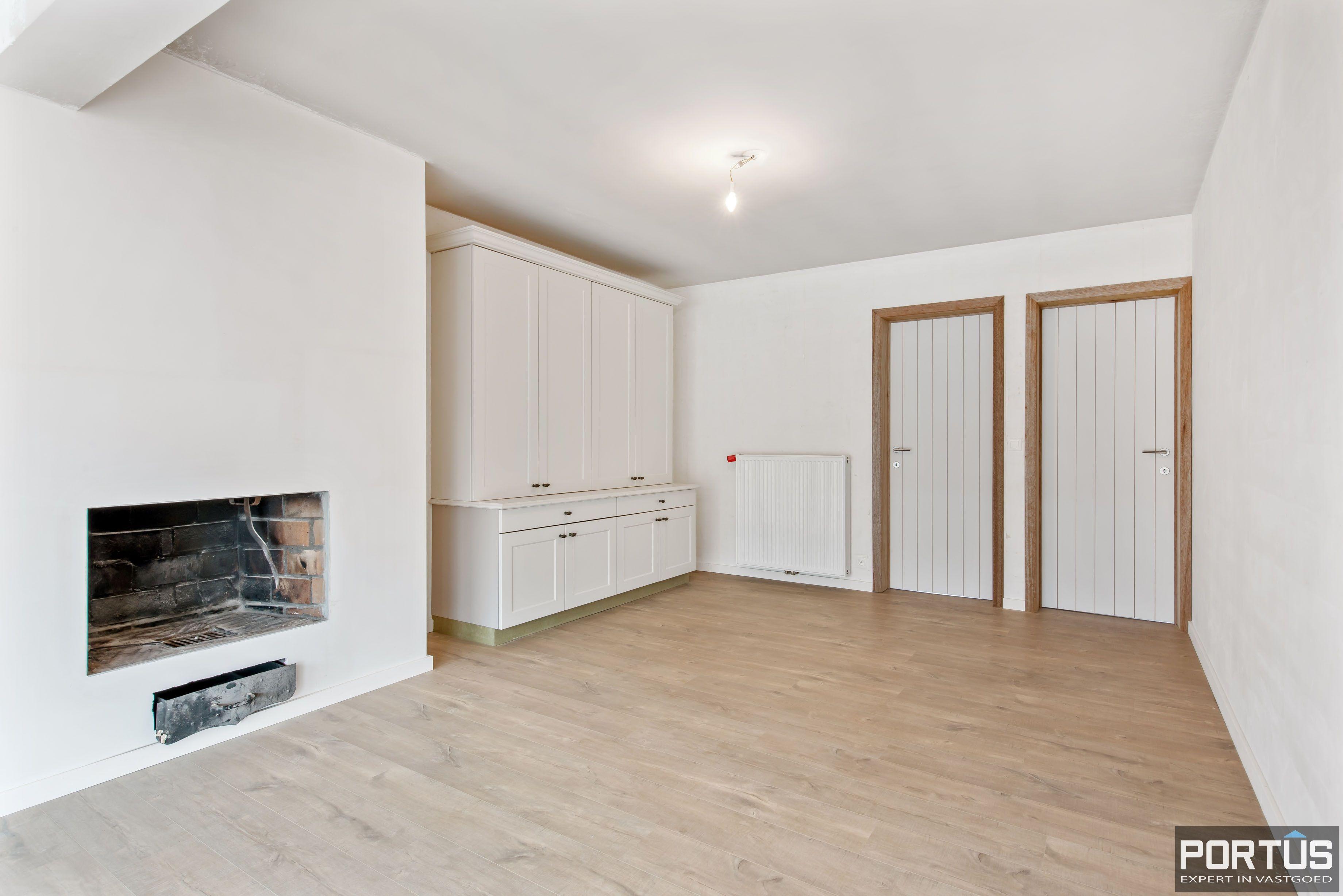 Gerenoveerd 3-slaapkamer appartement met garage te Nieuwpoort-Stad - 7060