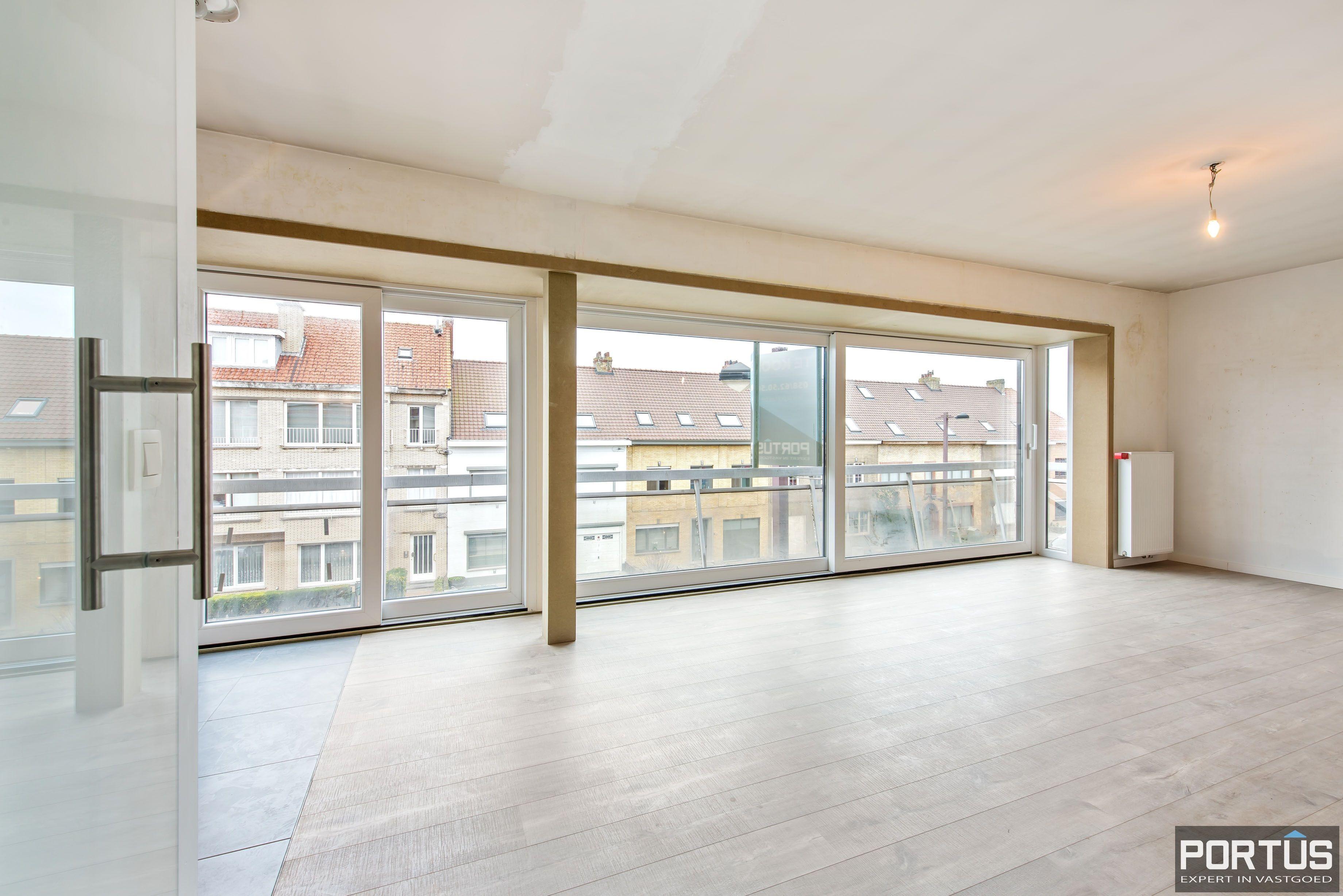 Gerenoveerd 3-slaapkamer appartement met garage te Nieuwpoort-Stad