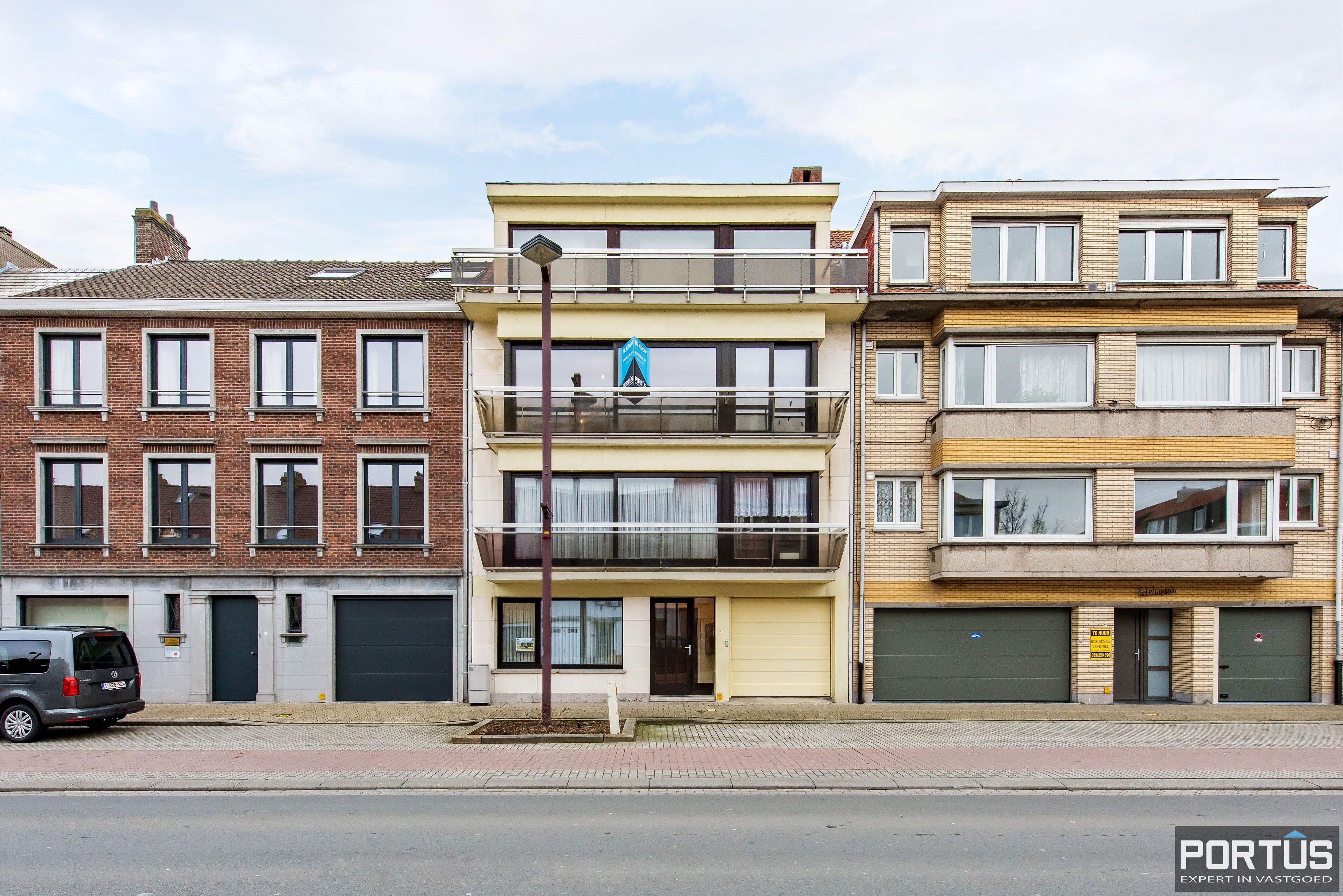 Gerenoveerd 3-slaapkamer appartement met garage te Nieuwpoort-Stad ...