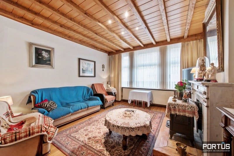 Woning te koop te Nieuwpoort met 7 slaapkamers en 4 garages - 8450