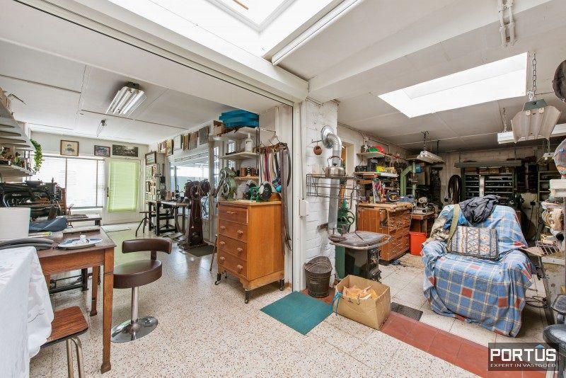 Woning te koop te Nieuwpoort met 7 slaapkamers en 4 garages - 8454