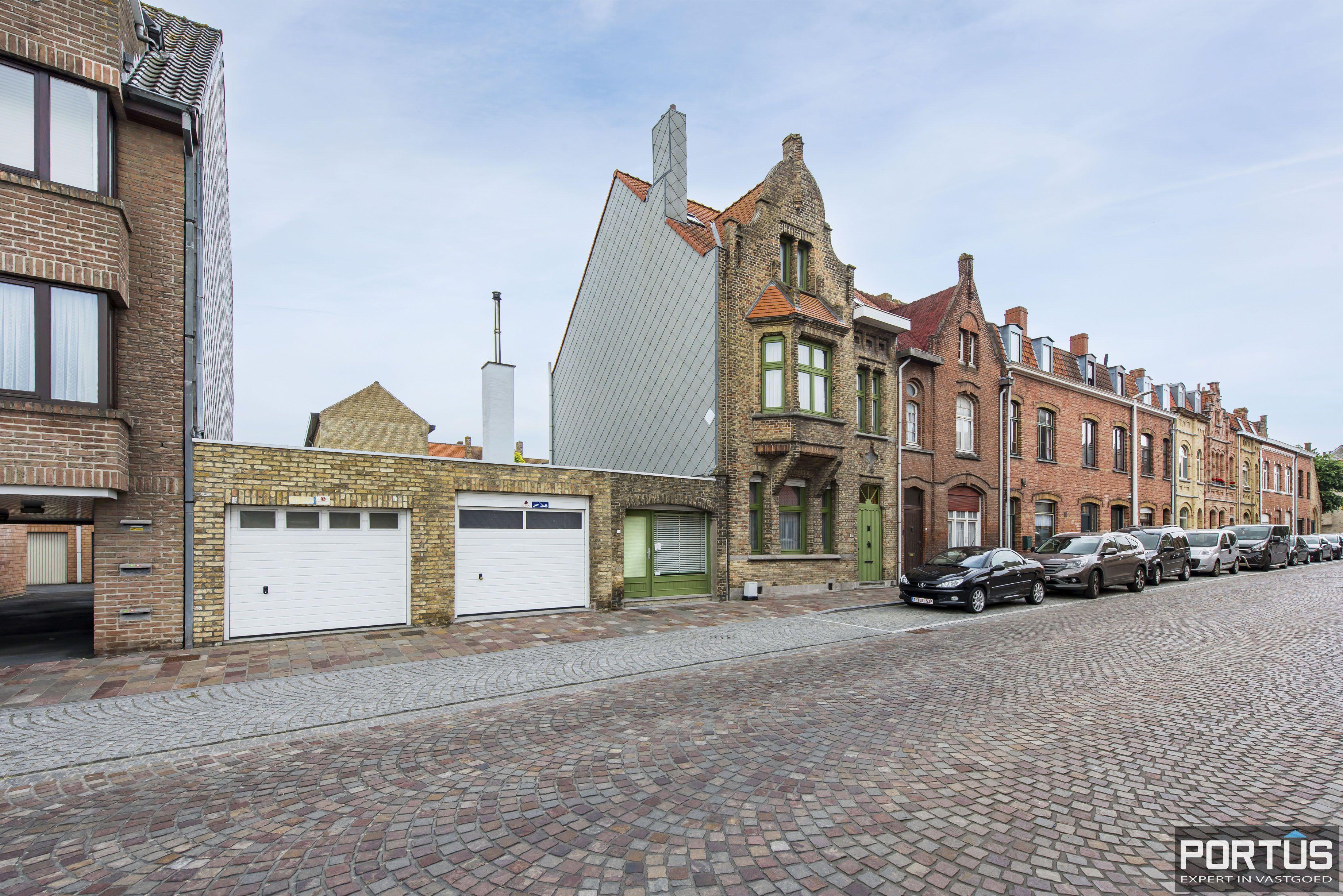 Woning te koop te Nieuwpoort met 7 slaapkamers en 4 garages - 8467