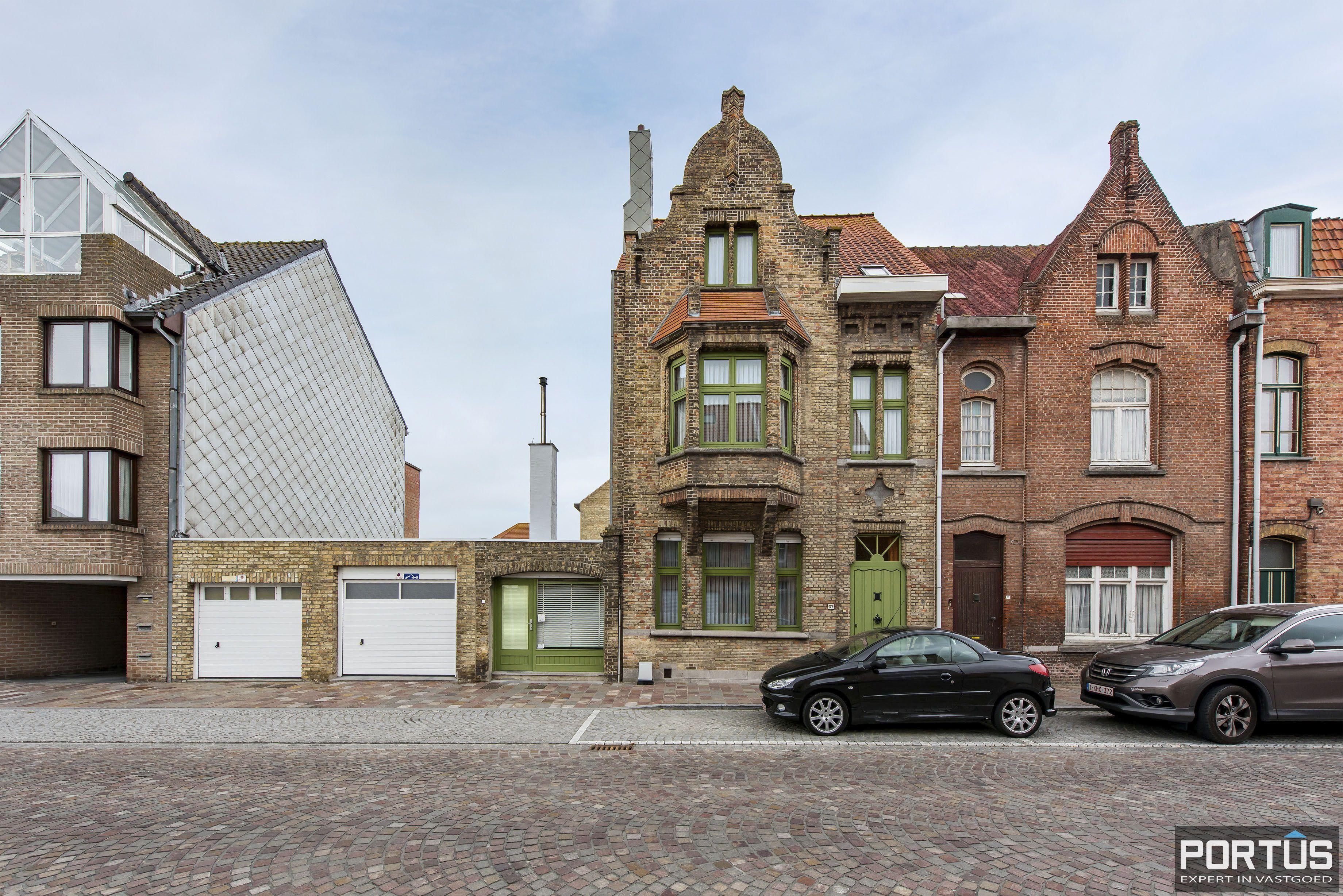 Woning te koop te Nieuwpoort met 7 slaapkamers en 4 garages