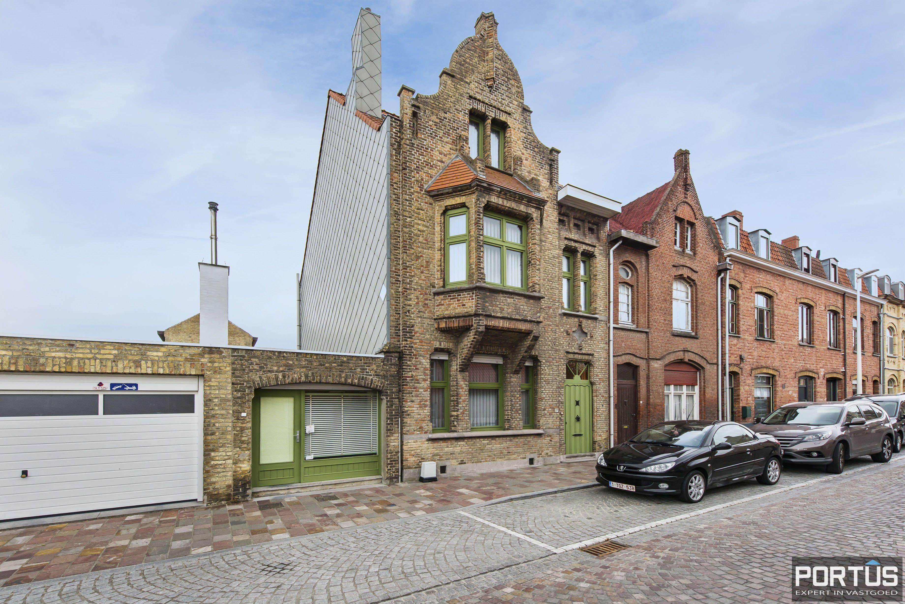 Woning te koop te Nieuwpoort met 7 slaapkamers en 4 garages - 8470