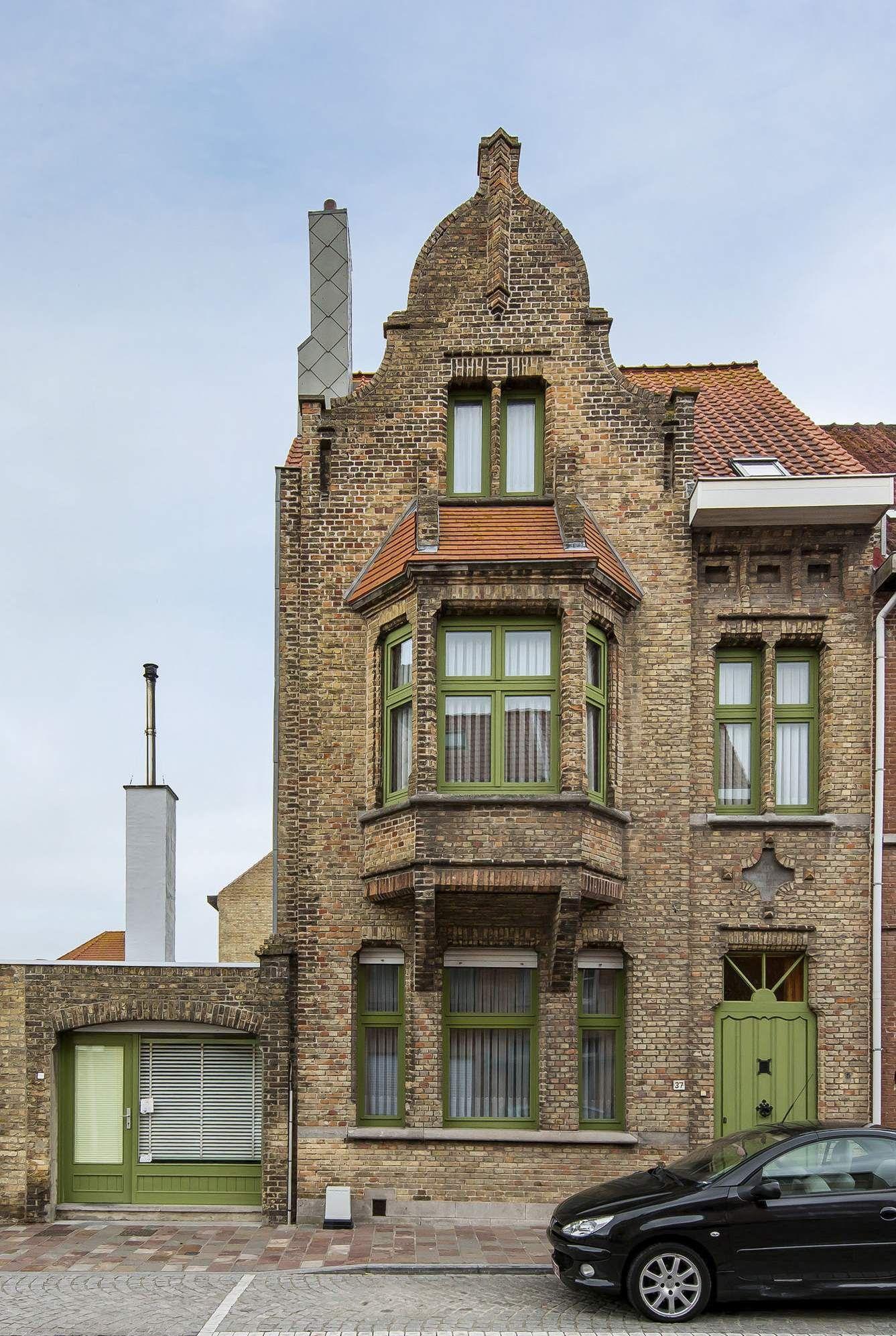 Woning te koop te Nieuwpoort met 7 slaapkamers en 4 garages - 8471