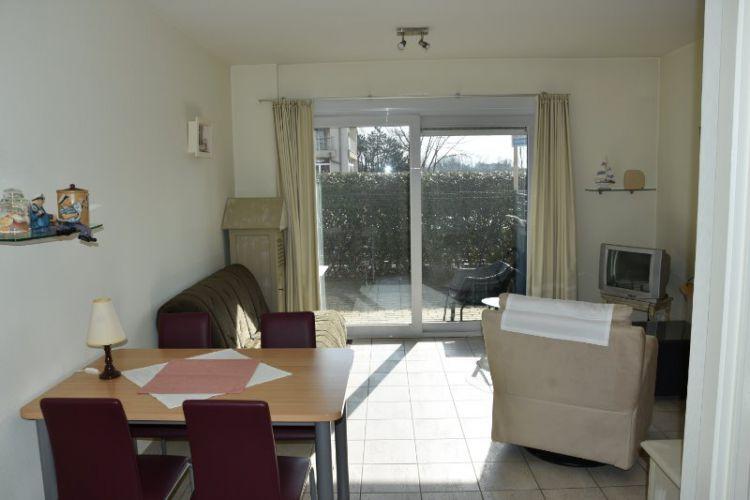 Zeer centraal gelegen appartement te huur met slaaphoek en ruim terras - 9049