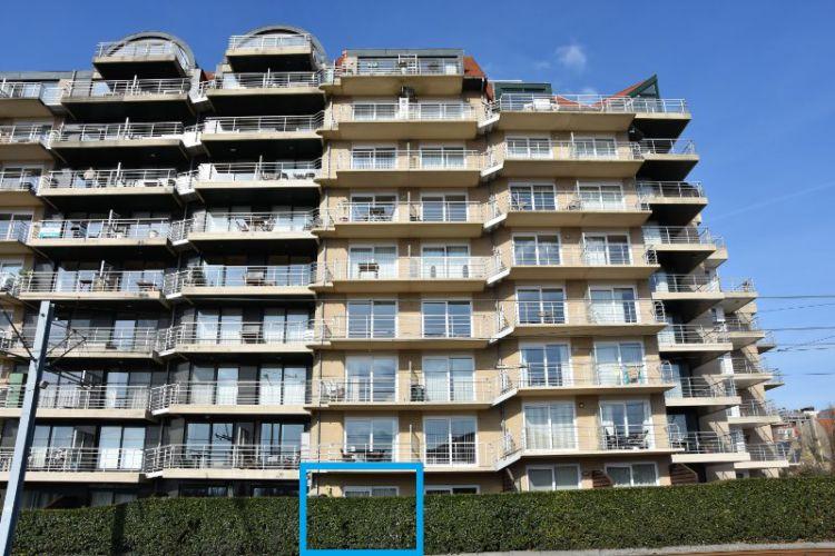 Zeer centraal gelegen appartement te huur met slaaphoek en ruim terras - 9060
