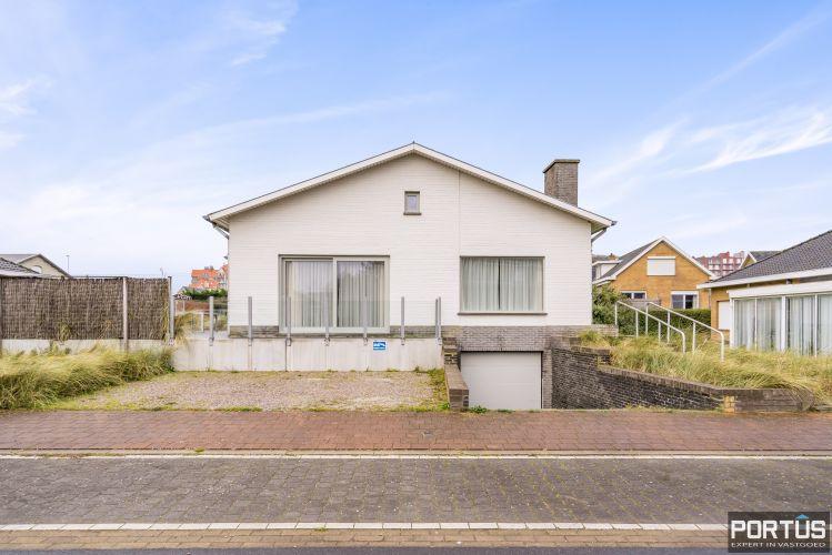 Volledig gerenoveerde villa te koop met tuin te Westende 11958