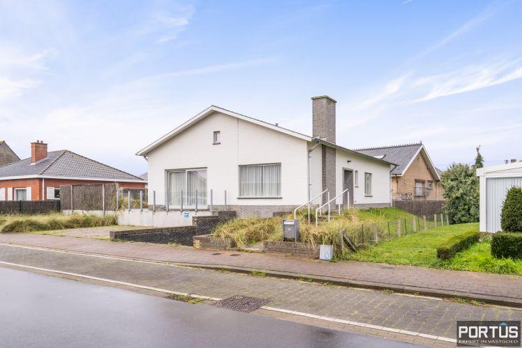 Volledig gerenoveerde villa te koop met tuin te Westende 11960