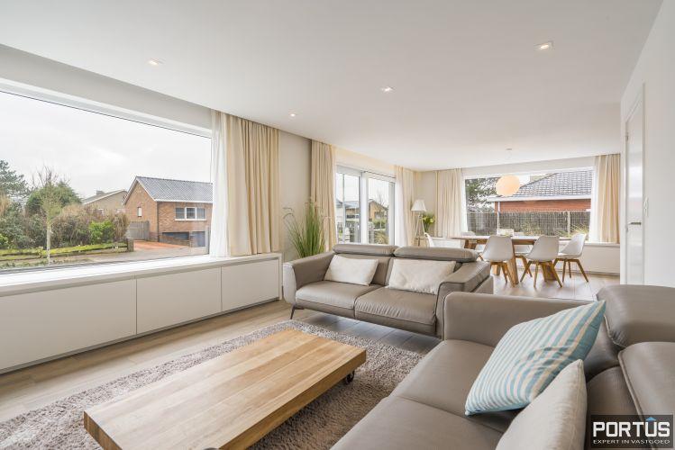 Volledig gerenoveerde villa te koop met tuin te Westende 11970