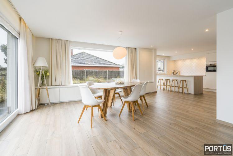 Volledig gerenoveerde villa te koop met tuin te Westende 11971