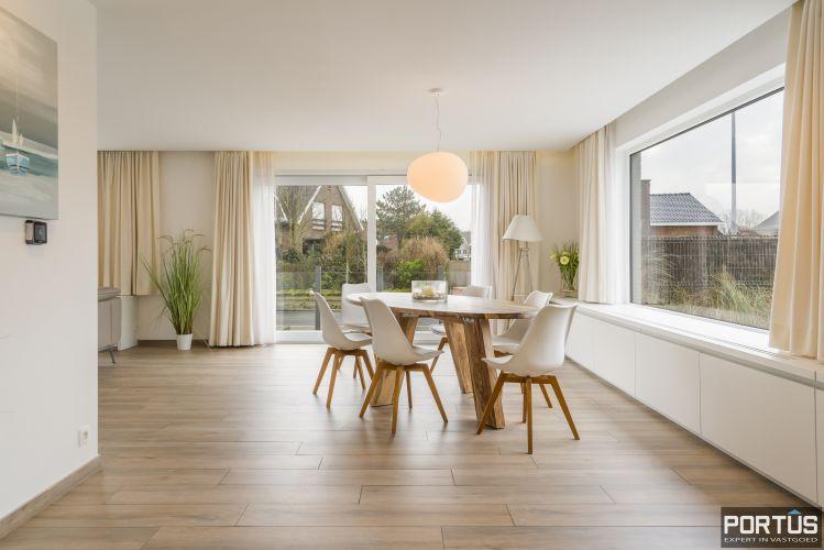 Volledig gerenoveerde villa te koop met tuin te Westende 11972