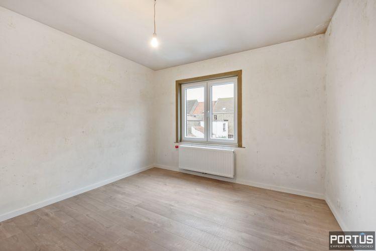 Gerenoveerd 3-slaapkamer appartement met garage te Nieuwpoort-Stad 7057