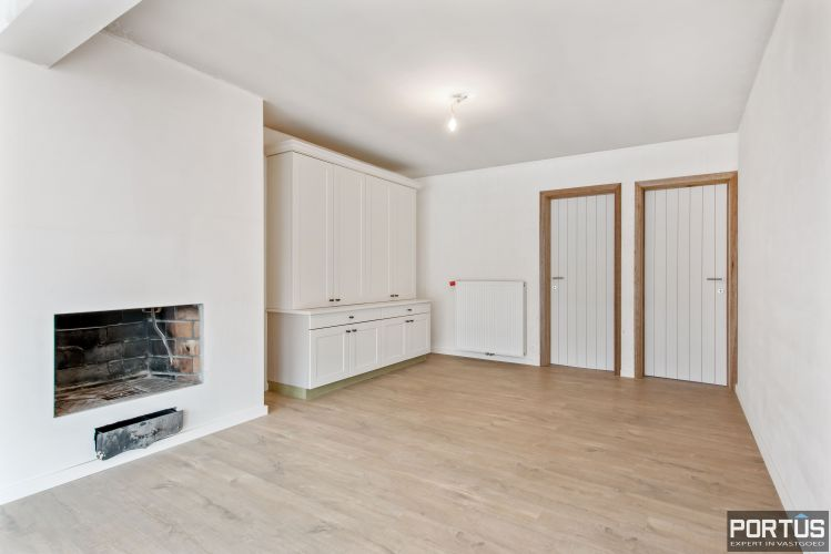 Gerenoveerd 3-slaapkamer appartement met garage te Nieuwpoort-Stad 7060
