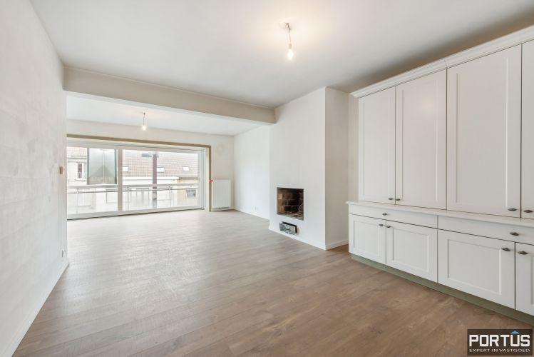 Gerenoveerd 3-slaapkamer appartement met garage te Nieuwpoort-Stad 7061