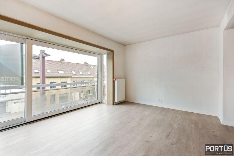 Gerenoveerd 3-slaapkamer appartement met garage te Nieuwpoort-Stad 7067