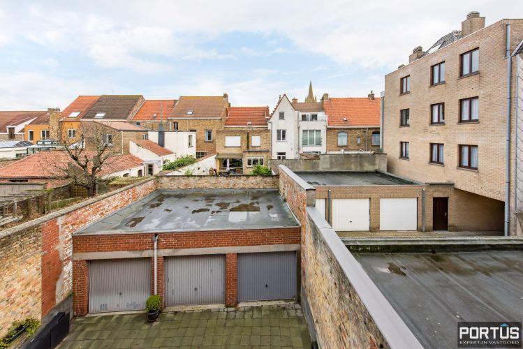 Gerenoveerd 3-slaapkamer appartement met garage te Nieuwpoort-Stad 7071