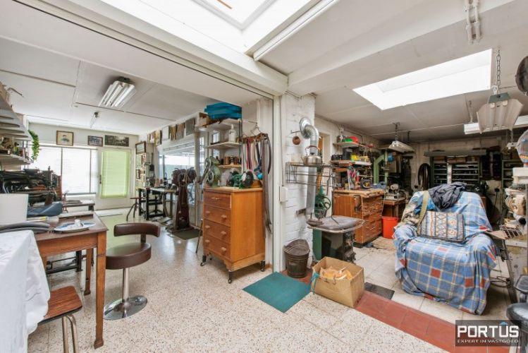 Woning te koop te Nieuwpoort met 7 slaapkamers en 4 garages 8454