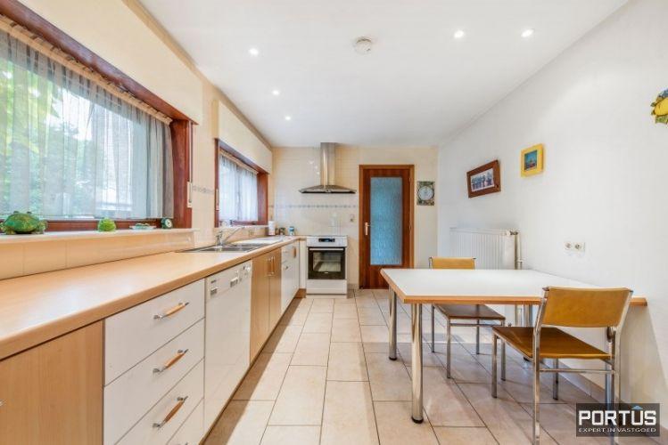 Woning te koop te Nieuwpoort met 7 slaapkamers en 4 garages - 8457