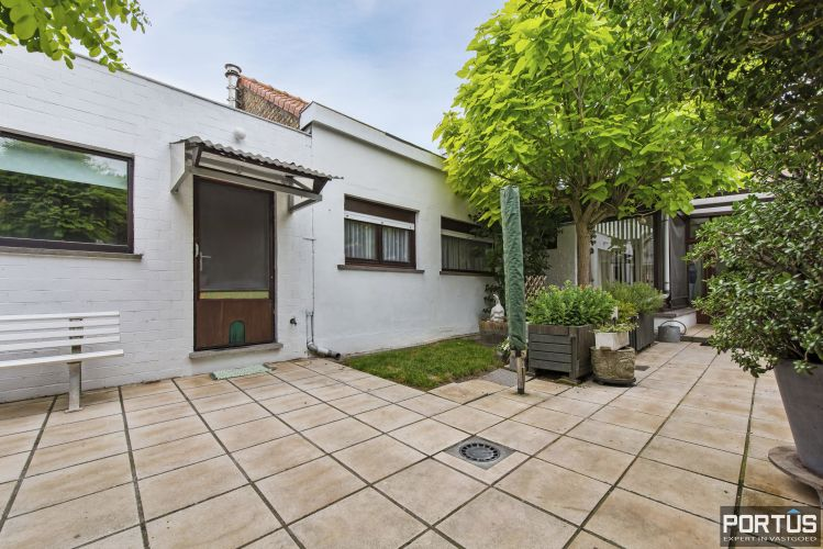 Woning te koop te Nieuwpoort met 7 slaapkamers en 4 garages - 8466