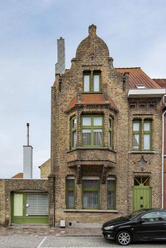 Woning te koop te Nieuwpoort met 7 slaapkamers en 4 garages 8471